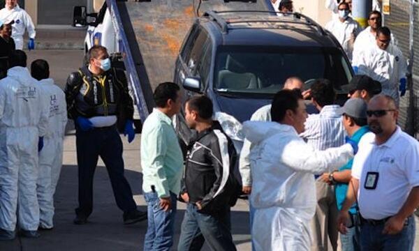 Maofisa usalama nchini Mexico wakiondoa miili ya watu waliokutwa wameuawa kaskazini mwa nchi hiyo