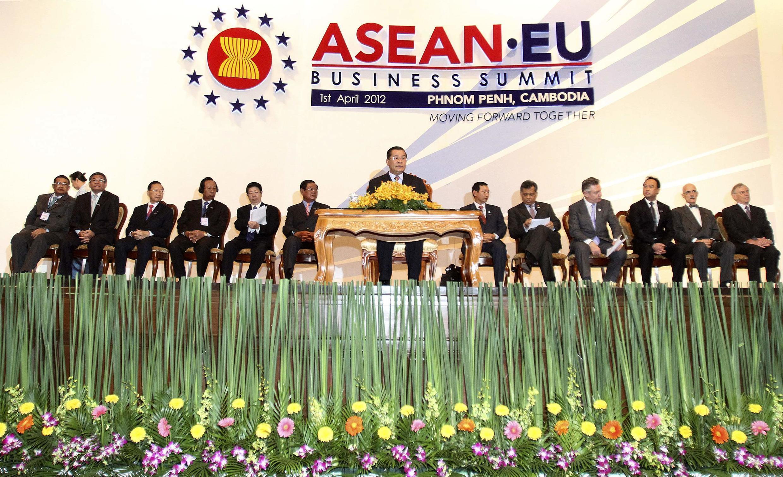 Hội nghị cấp cao kinh tế ASEAN-EU khai mạch tại Phnom Penh ngày 1/4/2012.
