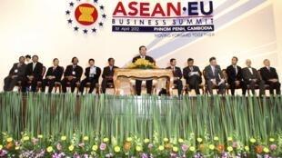 Hội nghị cấp cao kinh tế Asean -EU khai mạc tại Phnom Penh ngày 1/4/2012.