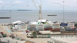 Vue générale du port d'Owendo, au sud de Libreville, où étaient entreposés 353 conteneurs de bois précieux qui ont disparu.