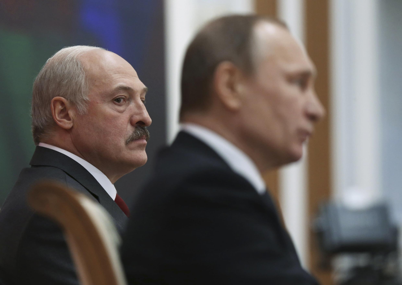 Александр Лукашенко (слева) и Владимир Путин (фото из архива)