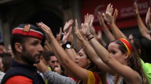 Lors de la grande manifestation de mardi soir (3 octobre 2017), dans les rues des grandes villes catalanes, les jeunes se sont mobilisés contre le pouvoir central.