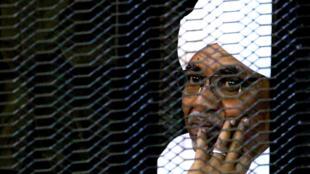 Rais wa Sudan Omar Hassan al-Bashir katika mahakama ya Khartoum, Septemba 28, 2019.