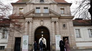 A cerimônia é uma iniciativa do grande hospital da capital alemã, Charité, resultado de três anos de investigação.