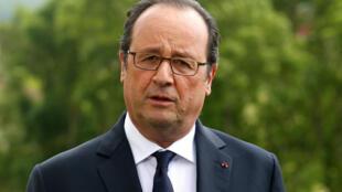 François Hollande ganha apenas € 5 mil a mais do que o seu cabeleireiro pessoal.