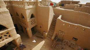 e Comité du patrimoine mondial réuni depuis le 10 juillet à Istanbul (Turquie) a inscrit les Villes anciennes de Djenné (Mali) sur la Liste du patrimoine mondial en péril du fait de l'insécurité dans la région, a indiqué l'Unesco le 13 juillet 2016.
