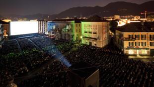 La Piazza Grande de Locarno durant une projection du festival de cinéma en 2010. (Image originale)