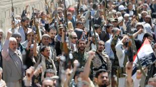Manifestação frente  à delegação das  Nações  Unidas  em Sanaa contra os ataques aéreos da coligação  árabe. 9 de Outubro de 2016
