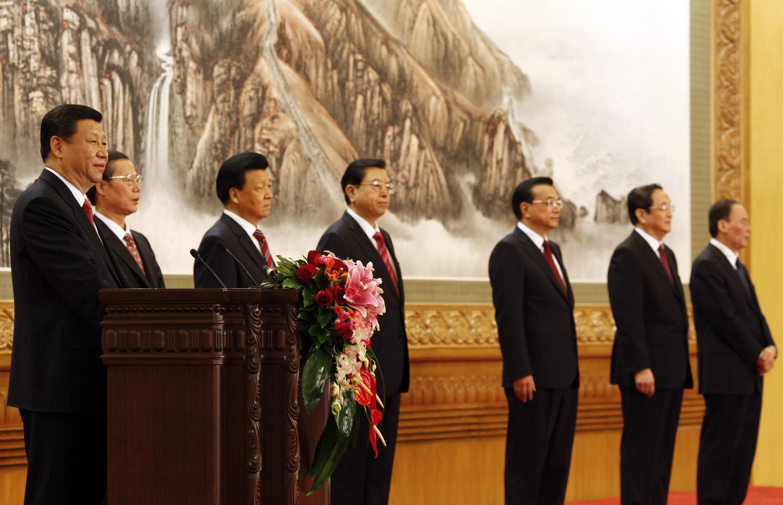 Le comité permanent du bureau politique du PC chinois, fraîchement renouvelé, le 15 novembre 2012. Le nouveau président (à gauche) est XI Jinping.
