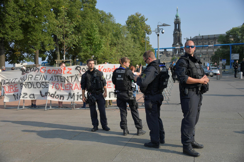 Des policiers allemands surveillent une manifestation de l'extrême droite à Dresde, le 28 août 2018. (Image d'illustration).