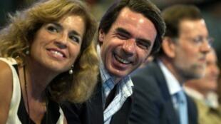 El ex presidente conservador José Maria Aznar (centro).