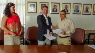 Director-Geral da Binter CV, Luís Quinta, e o Director Nacional da Saúde, Artur Correia. 14 de Novembro de 2018.