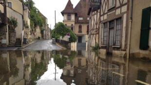 Le centre-ville de Moret-sur-Loing en Seine-et-Marne (77) au sud de Paris.