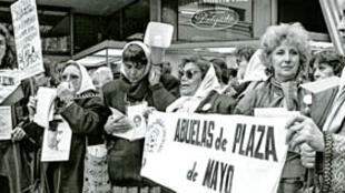 Mothers of the disappeared in Buenos Aires in 1988