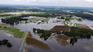 Vue aérienne de fermes inondées après le passage de la tempête Florence en Caroline du Nord, le 17 septembre 2018.