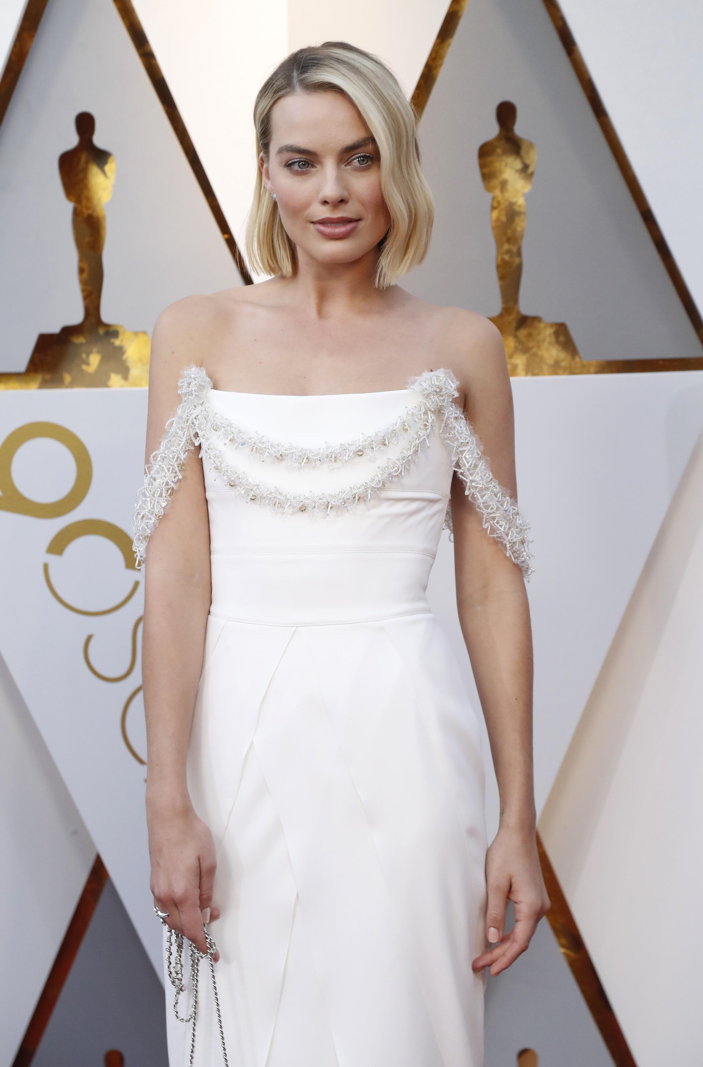 Марго Робби в белом от Chanel