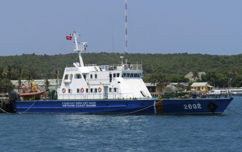 Tàu tuần duyên của Việt Nam chaủan bị ra khơi Biển Đông - REUTERS /Nguyen Phuong Linh