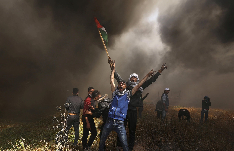Палестинские манифестанты на границе cектора Газа с Израилем, 6 апреля 2018