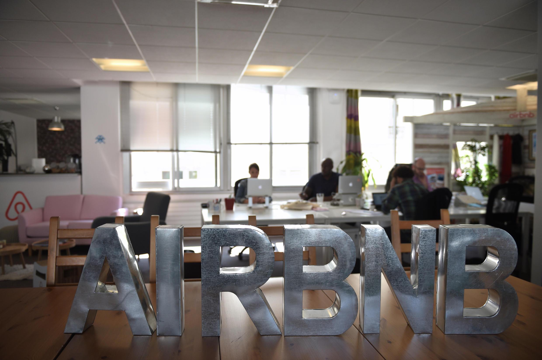 Nhân viên của Airbnb tại văn phòng công ty này ở Paris. Ảnh chụp ngày 21/04/2015.