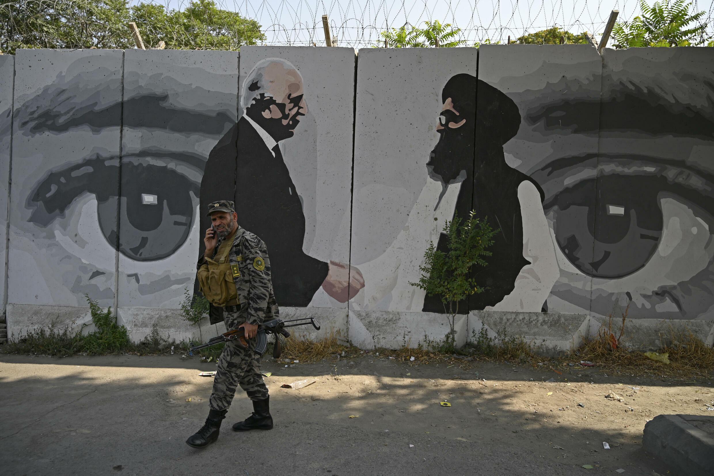 Las tropas estadounidenses se retiran de  Afganistan el 31 de agosto, dejando un futuro incierto ially out of Afghanistan, the conflict in the war-weary country has entered a new, more chaotic chapter