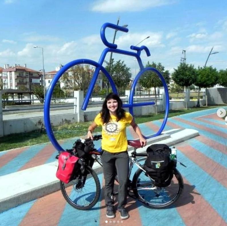 A ciclista brasileira Larissa Cantarelli na Turquia (Foto do Instagram de Larissa Cantarelli)