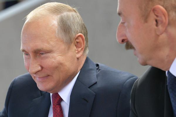 Президенты России и Азербайджана Владимир Путин (слева) и Ильхам Алиев. 27 сентября 2018 г.