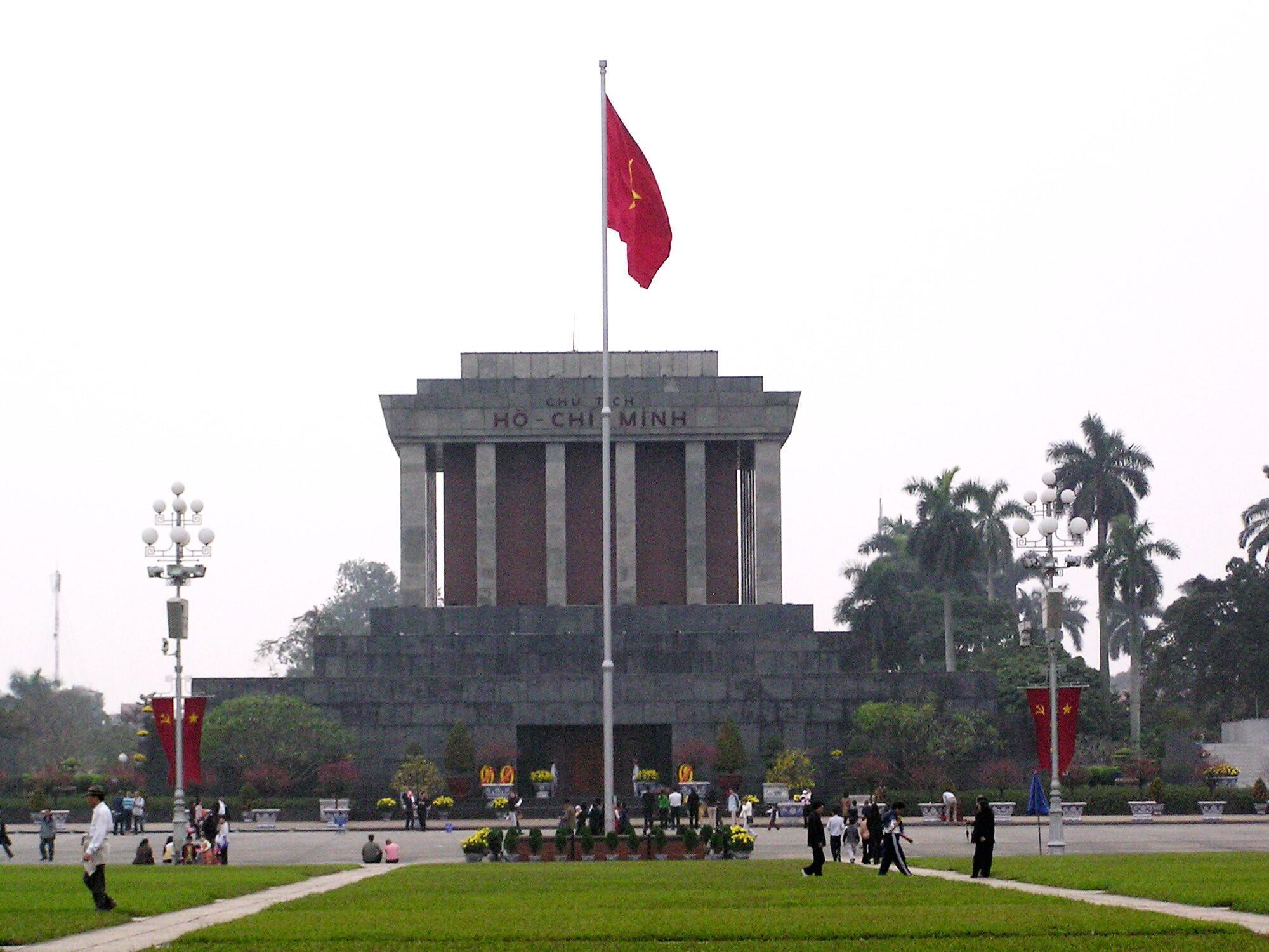 Lăng Hồ Chi Minh tại Hanoï. Ảnh chụp năm 2006.