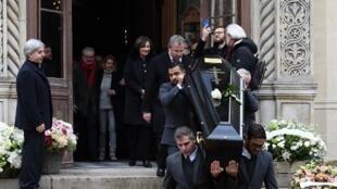 Catedral de São Alexandre Nevski, em Paris, após cerimônia do funeral do compositor francês Michel Legrand em 1 de fevereiro de 2019.
