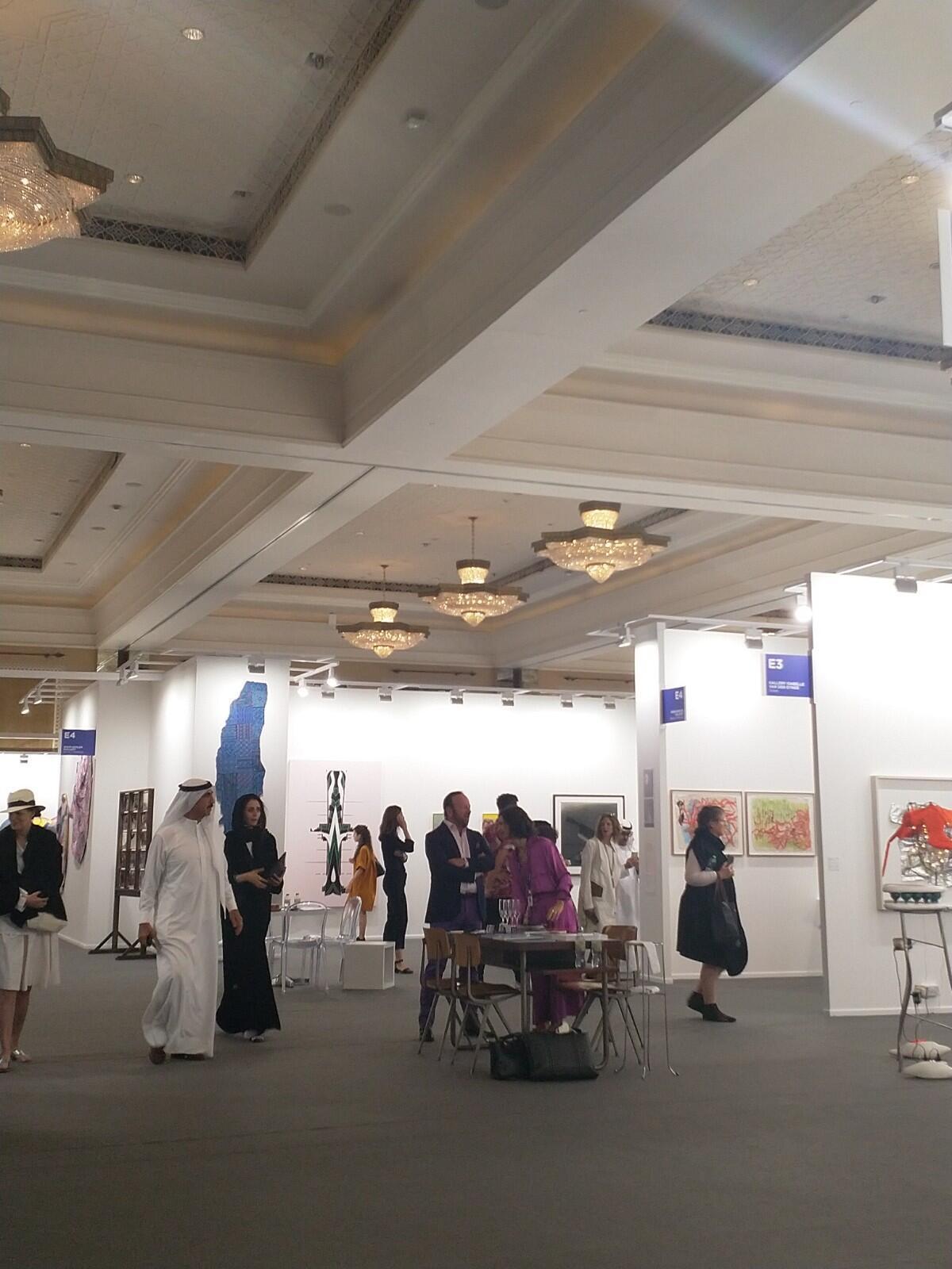 Uma das galerias da feira de arte moderna e contemporânea Art Dubai.