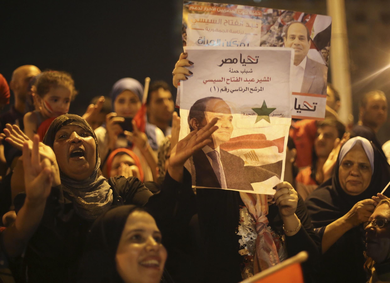 Người ủng hộ mừng Tướng Al-Sissi trở thành tân Tổng thống tại quảng trường Tahrir, Cairo, 28/05/2014