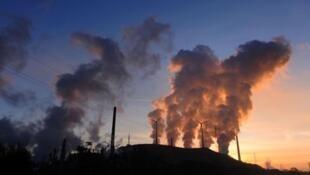 Las centrales térmicas causan una buena parte de la contaminación ambiental.