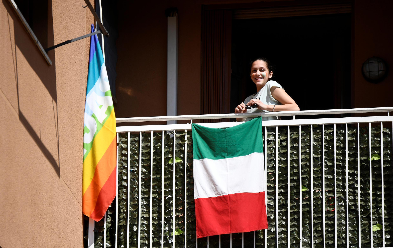 2020-04-25T000000Z_705855154_RC2PBG939GJU_RTRMADP_3_HEALTH-CORONAVIRUS-ITALY