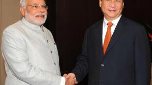 លោកស៊ី ជីនពីង ប្រធានាធិបតីចិន និងលោកណារិនដ្រា ម៉ូឌី នាយករដ្ឋមន្រ្តីឥណ្ឌាជួបគ្នា នៅមុនពេលបើកជំនួបកំពូល BRICS នៅប្រេស៊ីល