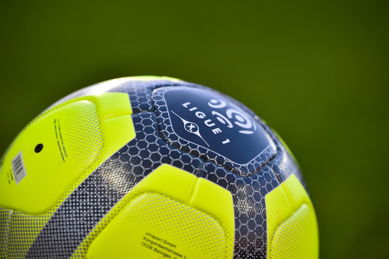 Ballon de la Ligue 1 avant un match entre Metz et Angers, le 6 mai 2018 au stade Saint-Symphorien