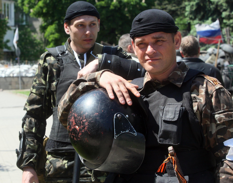 Người thân Nga trước một phòng phiếu ở Donetsk, ngày 11/05/ 2014.