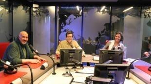 """Asbel López y sus invitados, los """"cuenteros"""" Martha Escudero y José Campanari ."""