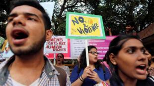 Protesto contra estupro de uma estudante em Mumbai, no dia 11 de maio.