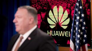 Estados Unidos pedem seus aliados como Paris e Londres para não fazerem negócios com o grupo chinês Huawei que pratica espionagem no ocidente