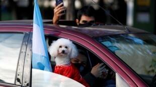 Manifestation autour de l'obélisque, dans le centre de Buenos Aires le 9 juillet, fête de l'indépendance, contre la politique sanitaire du gouvernement et le confinement en ces temps de pandémie de coronavirus.