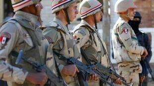 西奈半岛的埃及部队士兵 2017年12月1日