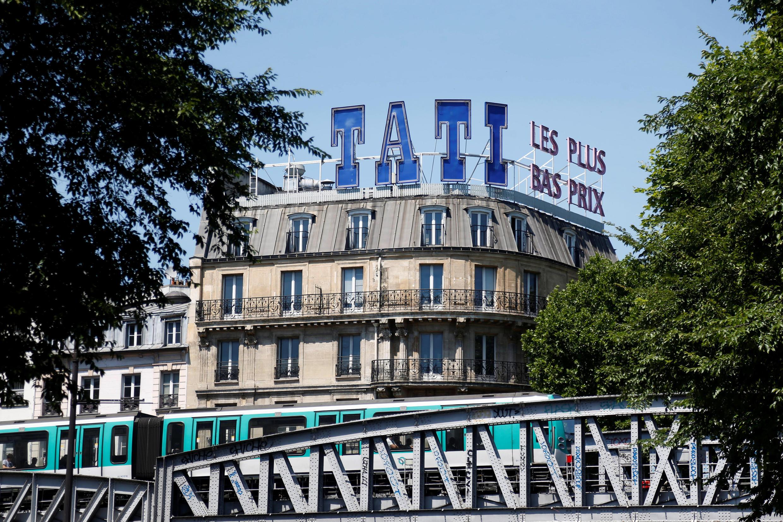 Исторический магазин «Tati» на Барбес был спасен в числе 109 торговых центров марки.