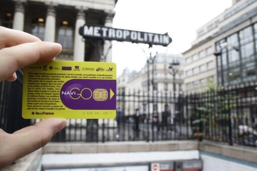 """A prefeita de Paris tentou criar um sistema de """"Passe Livre"""" para todos, substituindo o atual """"Passe Navigo"""", mas desistiu do projeto."""