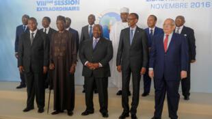 Quatre chefs d'Etat sur 11 pays membres ont participé à ce 8e sommet extraordinaire de la CEEAC: Faustin Archange Touadéra (G) de Centrafrique, Idriss Deby du Tchad, Ali Bongo qui accueille le sommet et Paul Kagame du Rwanda. (Image d'illustration)