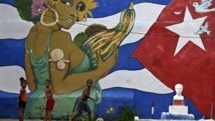 Niños en La Habana, 15 de julio, donde el Parlamento abre su primera sesión anual en tiempos económicos positivos para la isla.