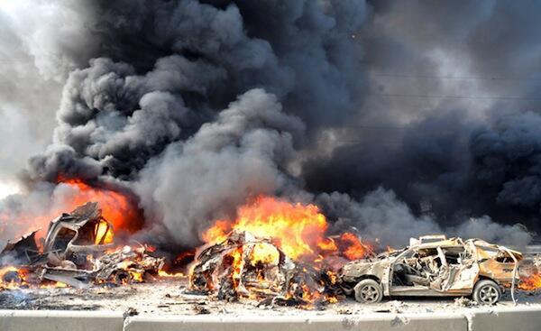 Moshi mkubwa ukiwa umetanda mjini Damascus mara baada ya shambulio la bomu hapo jana