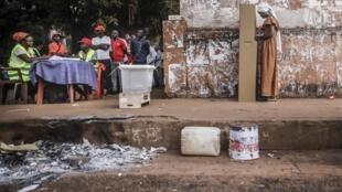 A segunda volta das eleições presidenciais na Guiné-Bissau é a 29 de Dezembro.