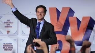 O Primeiro-ministro Mark Rutte comemora vitória do partido Liberal VDD nas eleições holandesas