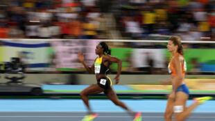 Le duel entre Elaine Thompson et Dafne Schippers au cours de la finale du 200m des Jeux de Rio.