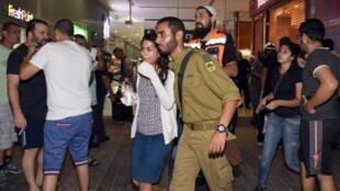 Mtu mwenye silaha aina ya bastola na kisu, alirusha risasi Jumapili Oktoba 18 katika kituo cha mabasi cha Beersheba kusini mwa Israël.