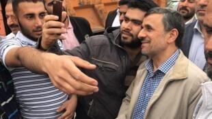 محمود احمدی نژاد در شهرک امام حسین